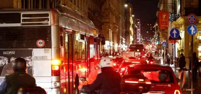 roma centro traffico 1 lapresse1280 640x300