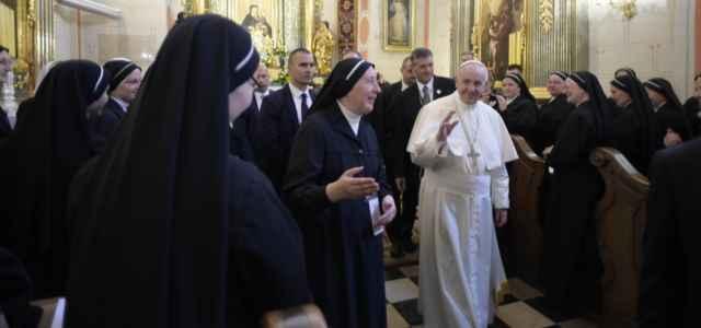 Papa Francesco con le suore