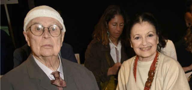 Carla Fracci in compagnia del marito Beppe Menegatti
