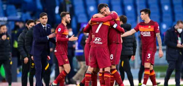 Pellegrini Smalling Roma abbraccio lapresse 2021 640x300