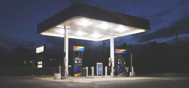 distributore benzina pixabay 640x300
