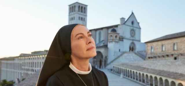 Elena Sofia Ricci nei panni di suor Angela in 'Che Dio ci aiuti 6'