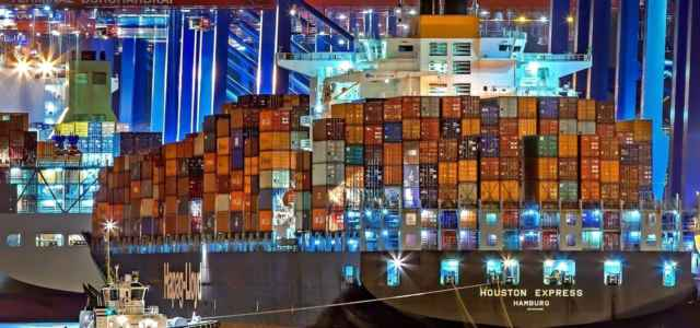nave container notte pixabay1280 640x300