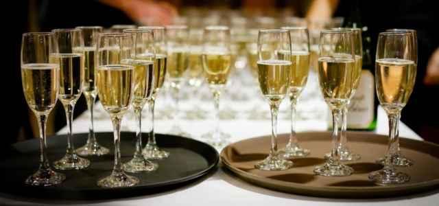 vino bicchieri flute pixabay1280 640x300