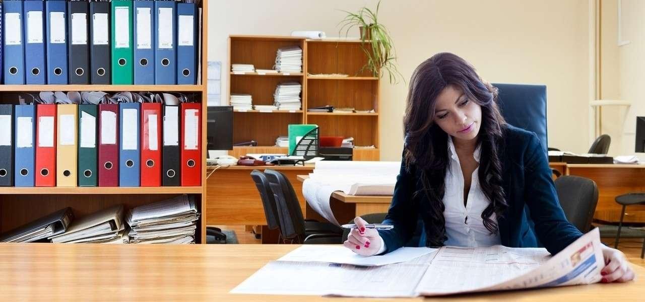 Lavoro donna scrivania ufficio Pixabay1280