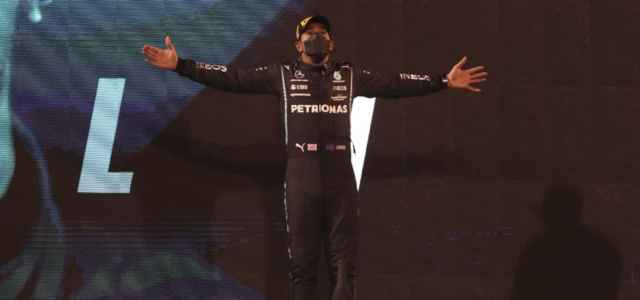 Lewis Hamilton esultanza Bahrain lapresse 2021 640x300