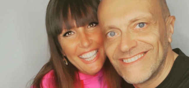 Max Pezzali e la moglie Debora Pelamatti