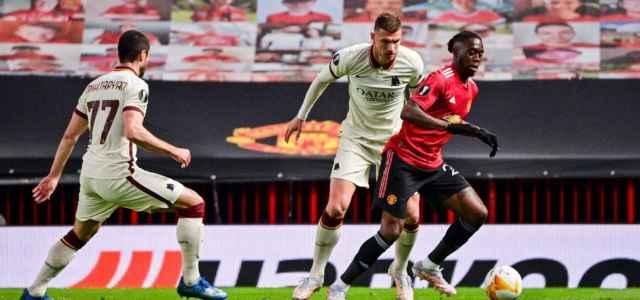 Wan Bissaka Dzeko Mkhitaryan Manchester United Roma lapresse 2021 640x300