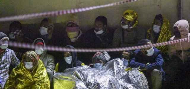 immigrazione migranti porto sbarco 4 lapresse1280 640x300