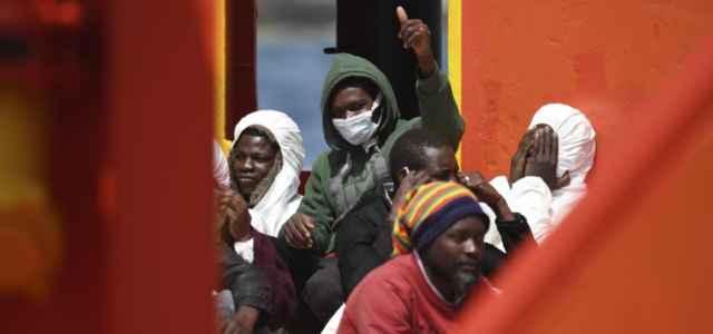 immigrazione migranti porto sbarco 5 lapresse1280 640x300