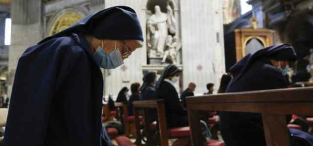 chiesa messa cattolici suore 1 lapresse1280 640x300