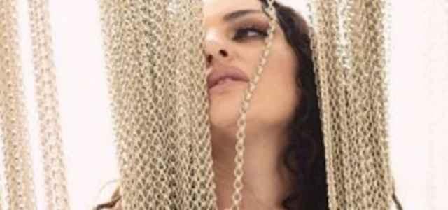 arisa topless instagram 640x300