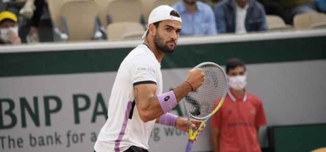 Matteo Berrettini pugno Roland Garros lapresse 2021 640x300