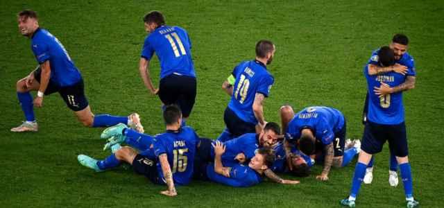 Italia gruppo festa Europei facebook 2021 1 640x300