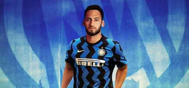 Calhanoglu con la maglia dell'Inter