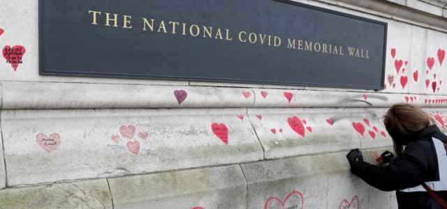 memoriale morti covid uk 2021 lapresse 640x300