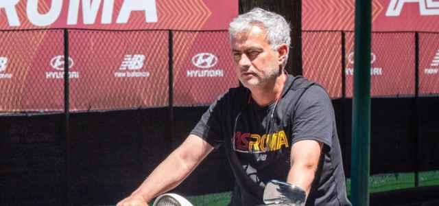 Mourinho Roma scooter facebook 2021 1 640x300