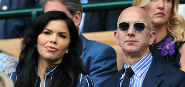 Jeff Bezos in compagnia di Lauren Sanchez