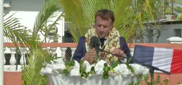 Emmanuel Macron in visita in Polinesia (Twitter)
