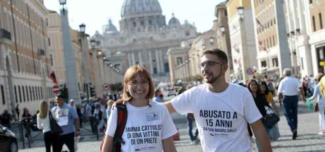 Vaticano, vittime pedofilia