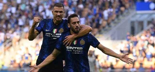 Calhanoglu Dzeko Inter gol facebook 2021 1 640x300