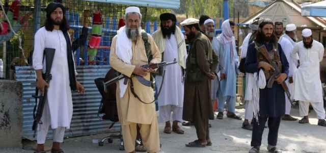afghanistan talebani taglio barba