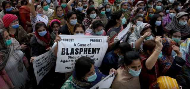 Protese donne contro legge blasfemia