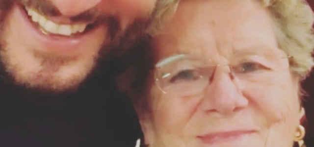 Enrico Papi in compagnia della mamma Luciana Riccioni