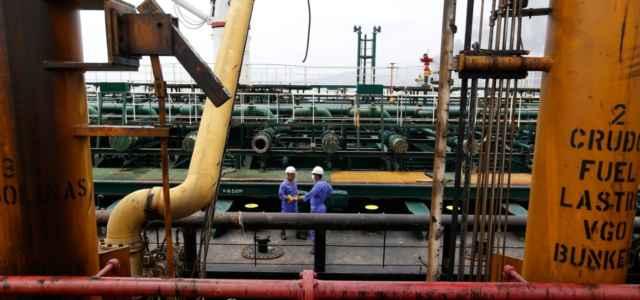 petrolio petroliera impianto raffinazione 1 lapresse1280 640x300