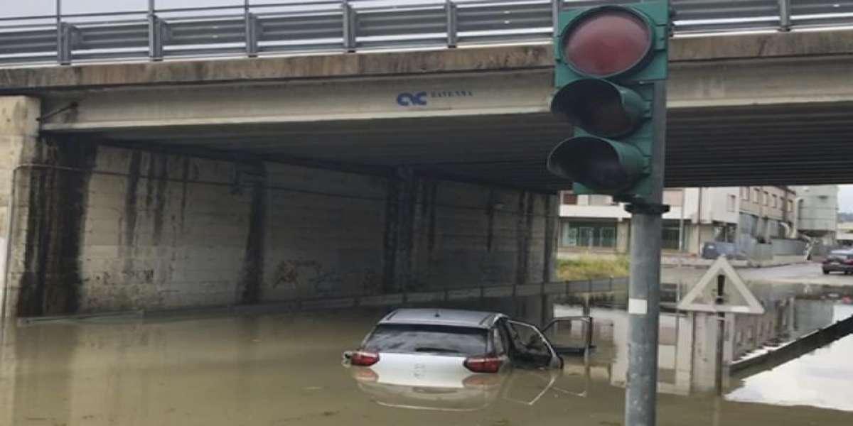 Ancona Bombe D Acqua E Allagamenti Traffico In Tilt Soccorsi Dei Bambini In Un Centro Estivo